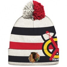 Шапка Reebok с помноном White Chicago Blackhawks 2017 Winter Classic Players Cuffed Knit Hat